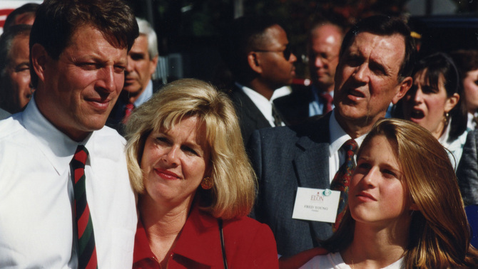 Al Gore with wife and daughter